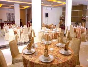 Avira Hotel Makassar - Ruang makan