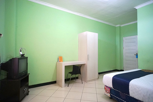 SPOT ON 2729 Marzan Syariah Guest House Balikpapan - Bedroom