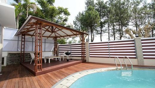 Villa Kota Bunga Puncak 4 Kamar Cianjur - pool