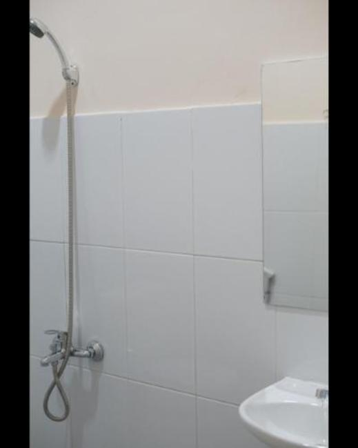 Gold Line Guest House Pontianak - Bathroom