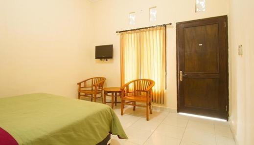 Seminyak Point Guest House Bali - Bedroom