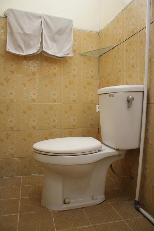 OYO 145 Wisma Syariah Cmc Near RS ARIA SENTRA MEDIKA Tangerang Selatan - Bathroom