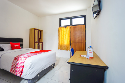 OYO 1693 Edward Residence Malalayang Manado - Bedroom S/S