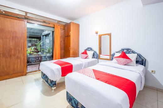 OYO 943 Hotel Azalea Syariah Garut - Bedroom