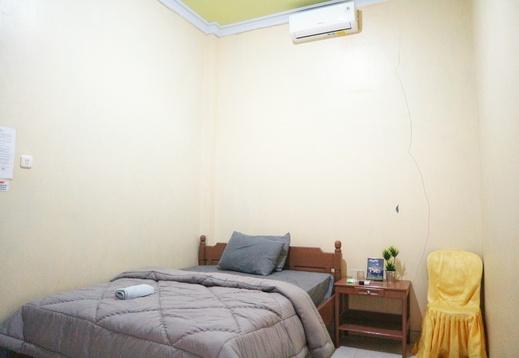 Penginapan Arsyana Pacitan - Deluxe Room Maulana
