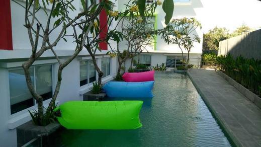 Zuri Express Jimbaran Bali - Kolam renang
