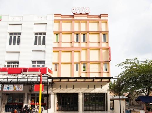 OYO 2361 Hotel Winston Deli Serdang - Facade