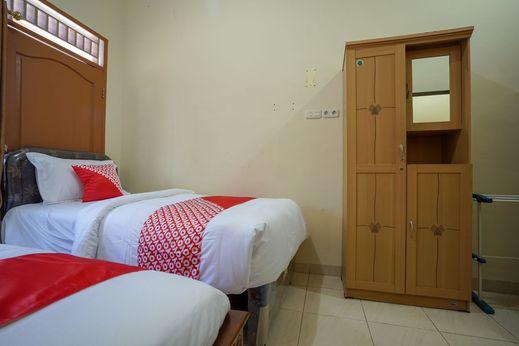 OYO 335 Wisma Empat Lima Syariah Palembang - Bedroom