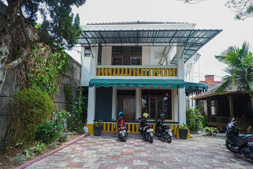 Wisma Yasmin Syariah Garut - Parking Area