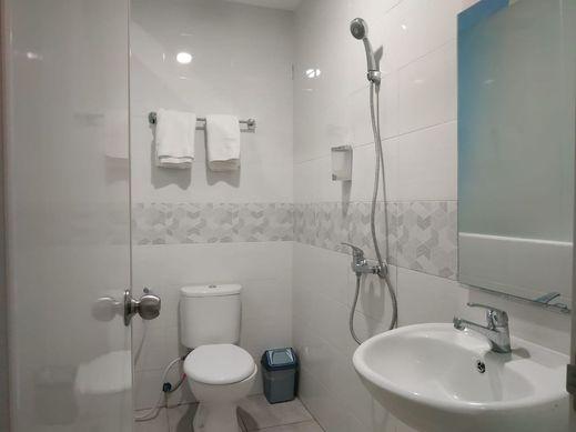 Mimpi Inn Semarang - Bathroom