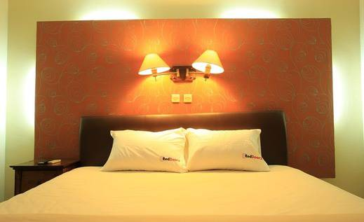 RedDoorz near Discovery Mall Kuta Bali - Bedroom