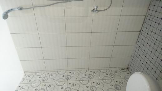 Wisma V Subramaniam Medan - Bathroom