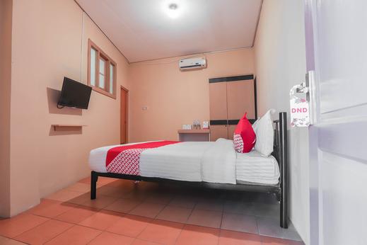 OYO 298 Gemilang Guesthouse Near Siloam Hospitals Kelapa Dua Tangerang - standard double bedroom