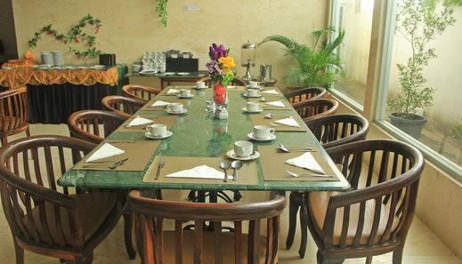 Hotel Marilyn Tangerang Selatan - restaurant
