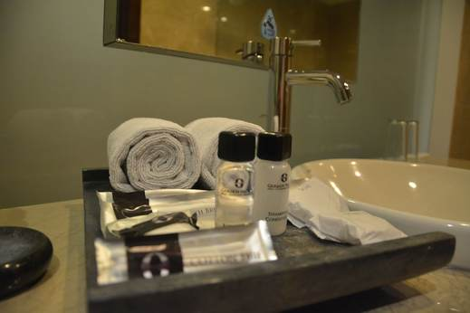 Garden Palace Surabaya - Bathroom Amenities