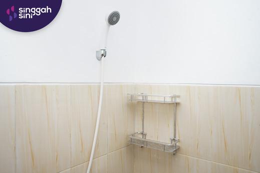Singgahsini Wisma Seruni Tipe B Surabaya - Bathroom