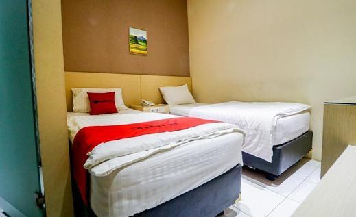 RedDoorz near Pasar Tarapung Siring Banjarmasin             Banjarmasin - Kamar Tidur
