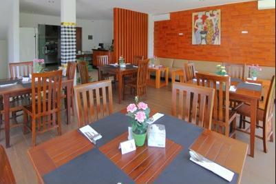 Airy Seminyak Dewi Saraswati Tiga 53 Kuta Bali - Restaurant