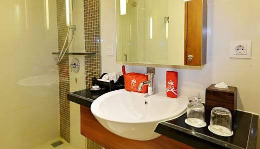 ZEN Rooms Malioboro Gajah Mada Jogja - Kamar mandi