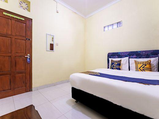 SPOT ON 2881 Nabila Homestay Yogyakarta - Bedroom