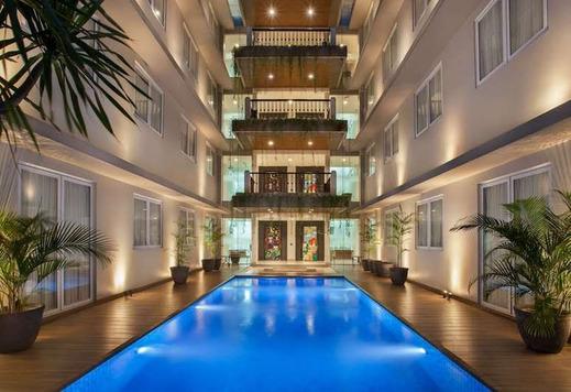 Nite & Day Residence Alam Sutera - Swimming Pool