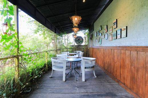 Labuana Homestay & Cafe Garden Makassar - Restaurant
