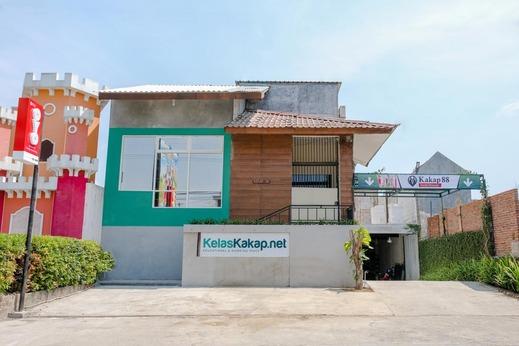 OYO 1622 Kakap 88 Family Homestay Malang - Facade
