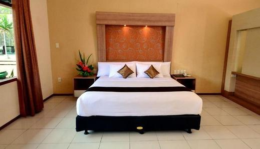 Front One Resort Magelang - Room