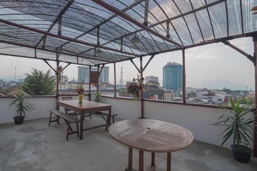 RedDoorz Hostel near Braga Citywalk Bandung - Photo