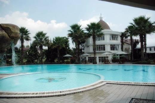 Yasmin Puncak Hotel Cipanas - Swimming Pool