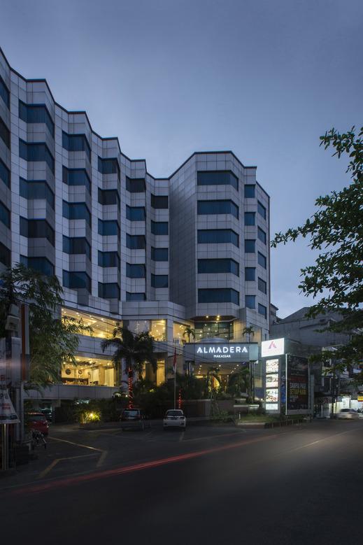 Almadera Hotel Makassar Makassar - GedungDepan