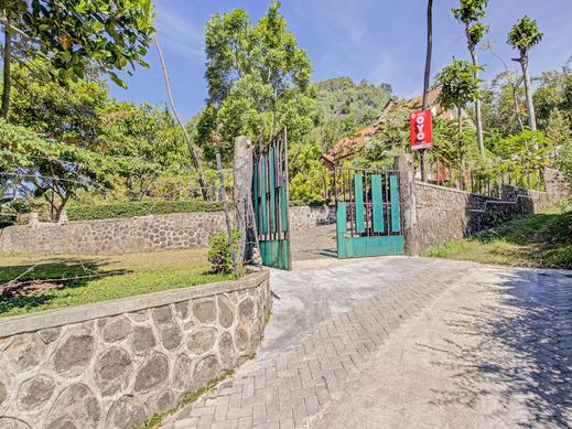 OYO 3208 Inn App Mojokerto - Facade