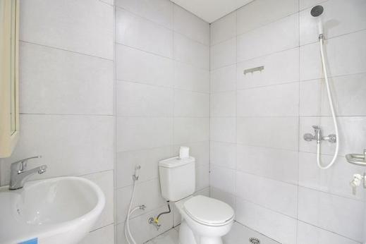 RedDoorz Plus @ Catania Soma Rajawali Palembang - Bath