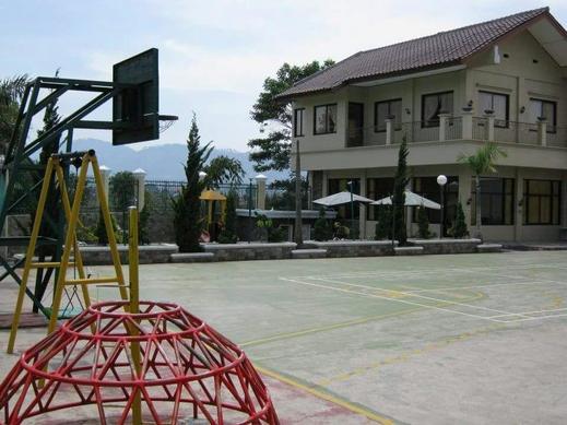 Villa Teratai Lembang Bandung - lapangan basket