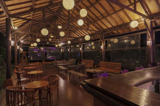The Jayakarta Suites Komodo Manggarai Barat - Nicks Bar