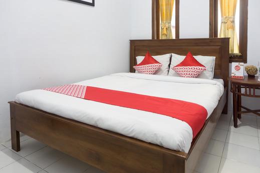 OYO 801 Hansa Homestay Pacitan - Guestroom