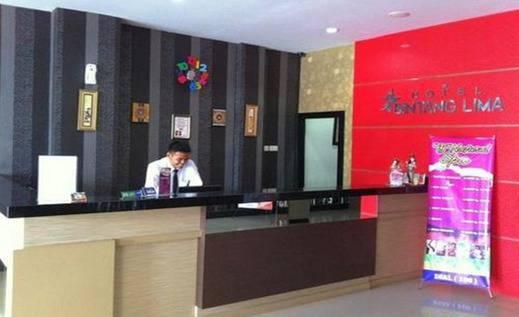Hotel Bintang Lima Pekanbaru - Resepsionis