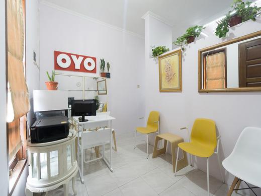 OYO 1941 Aaa Residence Syariah Jakarta - Reception