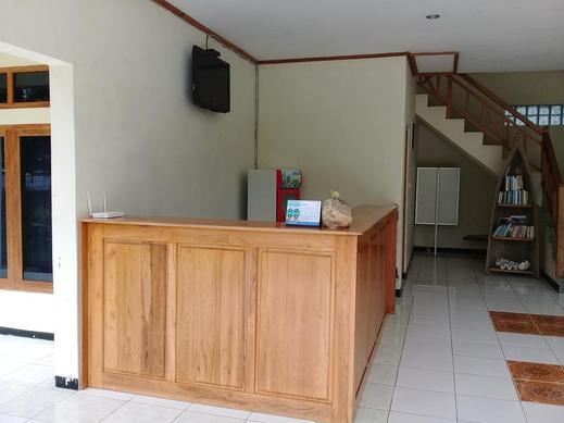 La Belle Etoile Hotel Manggarai Barat - Reception
