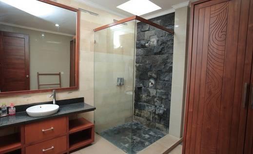 RedDoorz @Raya Batu Bolong Bali - Kamar mandi