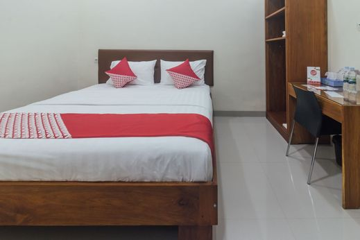 OYO 1478 Clean & Comfort Homestay Ambon - Bedroom
