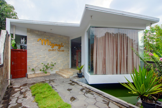 SPOT ON 2754 Miyagi Guesthouse Yogyakarta - Facade