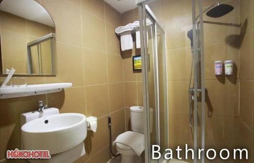 Hoko Hotel Jakarta - Bathroom