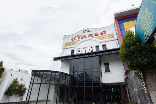 OYO 1084 Hotel Cirasa Syariah Medan - Facade
