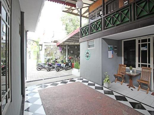 RedDoorz near Terminal Condong Catur Yogyakarta - Exterior
