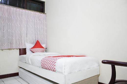 OYO 181 Wisma Bintang Near RSUD Johar Baru Jakarta - Bedroom
