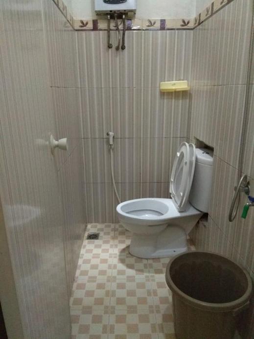 Lestary Homestay Malang - Bathroom