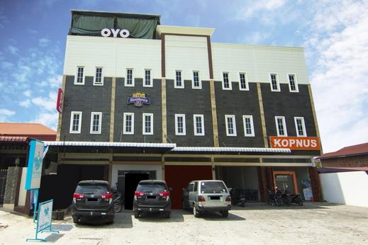 OYO 2310 Residence 68 Pematangsiantar - Facade