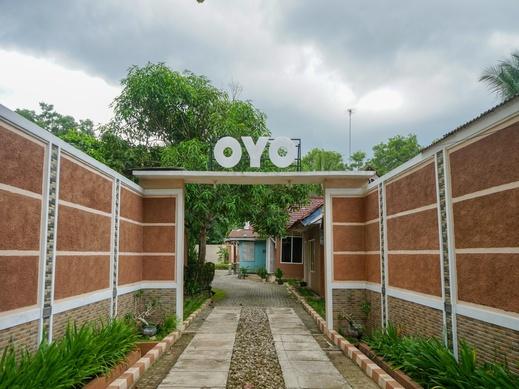 OYO 2029 Hotel Jatimas Bangka - Facade