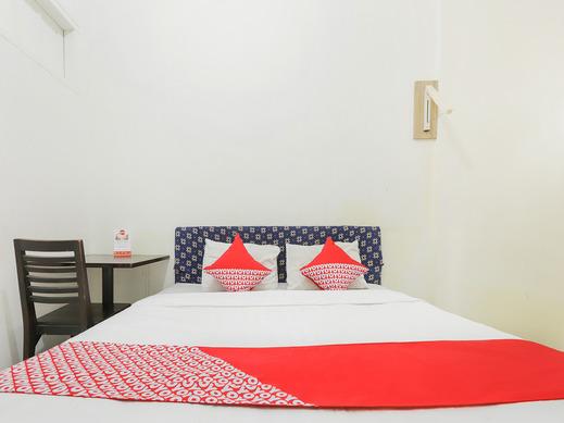 OYO 1111 Passer Baroe Inn Near RS Siloam Pasar Baru Jakarta - Bedroom